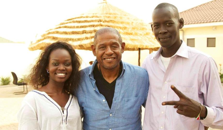 Forest Whitaker (middle) poses for a photo with young South Sudanese in Juba (copyright eye radio)